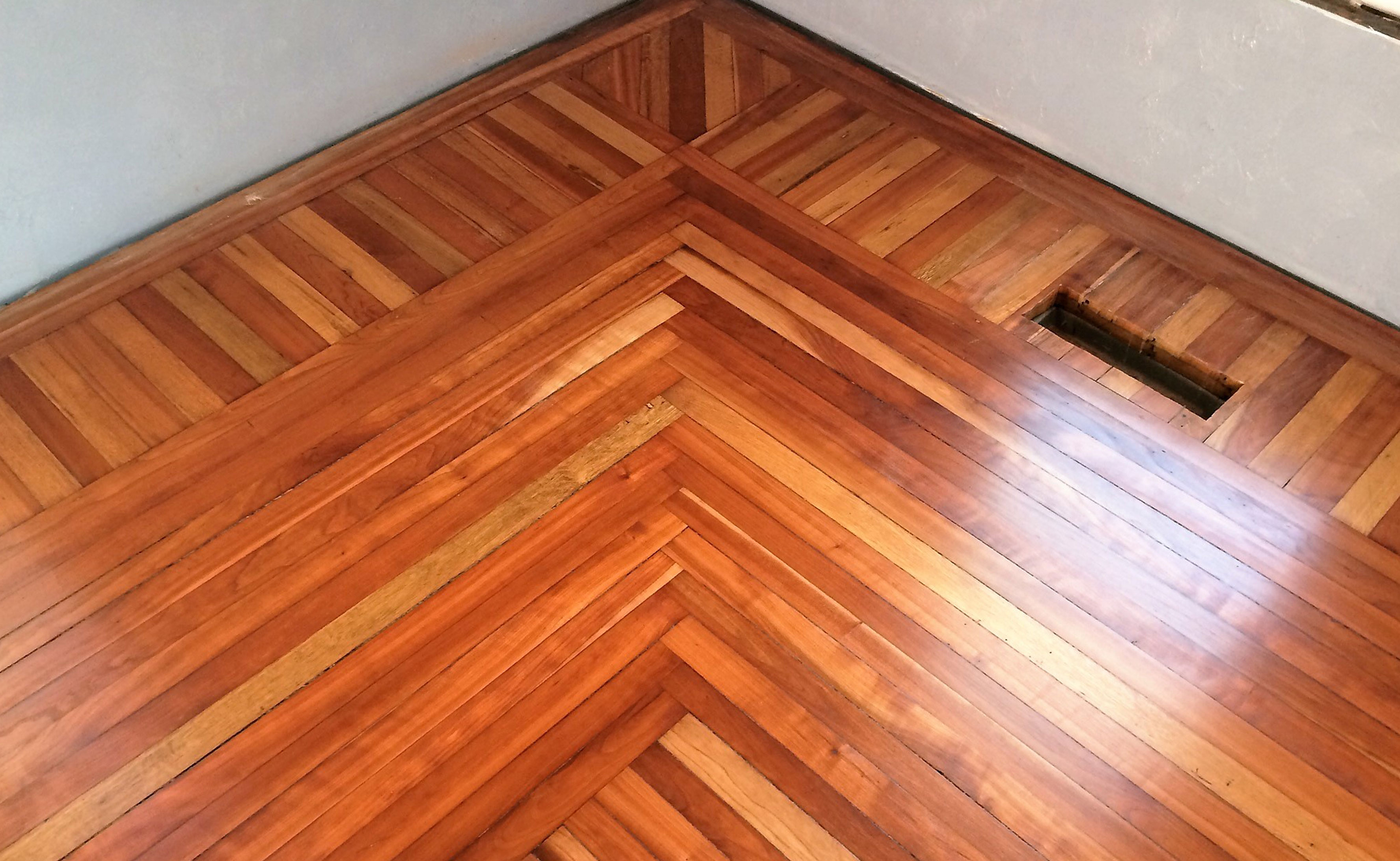 Wood floor refinishing sanding and refinishing wood for Hardwood floor refinishing